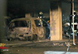 Brennende Autos in Tiefgarage! Großeinsatz der Feuerwehr