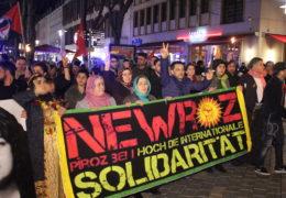 Demo! Lautstarke Proteste gegen die Politik Erdogans