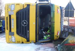 Umgestürzter Sattelzug sorgt für Stau auf der A45