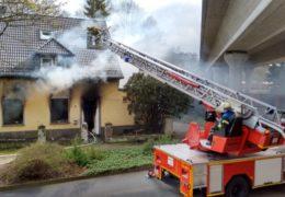 Brand in Obdachlosenheim – Feuerwehr rettet Bewohner