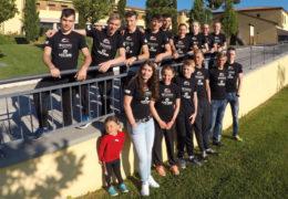 Die Triathlon Jugend des EJOT Team TV Buschhütten sendet Grüße aus dem Trainingslager in Poggio all`Agnelle in der Toskana. (Foto: Verein)