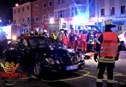 Folgenschwerer Unfall mit fünf Verletzten bei Autokorso