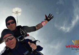 """wirSiegen.de wagt """"Herzsprung"""" aus 4.000 Metern Höhe"""